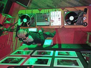 Vinyl slušaona by DJ NOIR after party